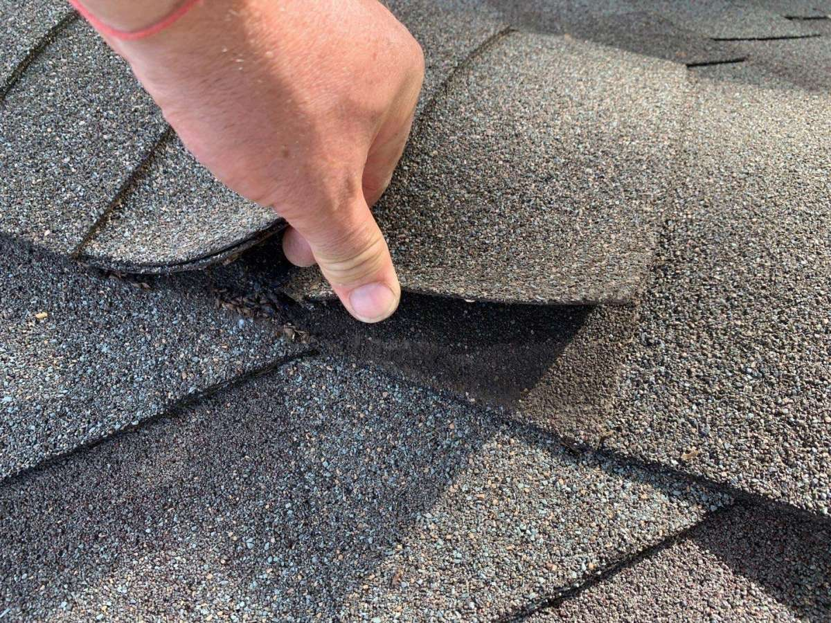 Signs That You Need Roof Leak Repair Near Me